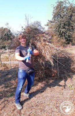 Nature.Impulse - Jens beim Heumachen für's Geocaching CITO
