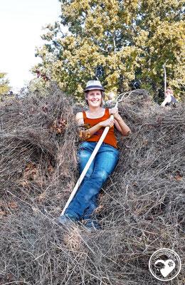 Nature.Impulse - Jess beim Ausruhen vom Heumachen für's Geocaching CITO