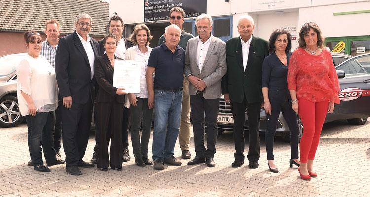 Taxi2801-Vorstand und -aufsichtsrat mit den drei Ex-Obmännern Eduard Hatzl sen., Hans Pichler, Walter Apolloner und MMag. Barbara Pogacar vom ÖGV