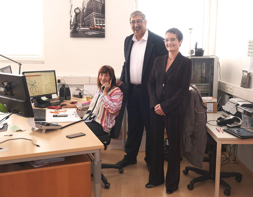 Beim Taxi2801-Funkplatz: Obmann KommR Fardin Tabrizi und MMag. Barbara Pogacar (ÖGV)