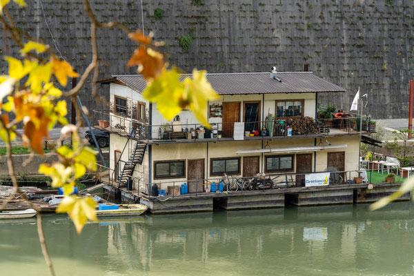 Hausboot auf dem Tiber