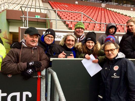 Mit Trainer Ewald Lienen (rechts)