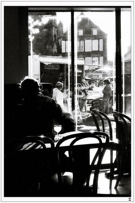 Mann im Café. Frankreich