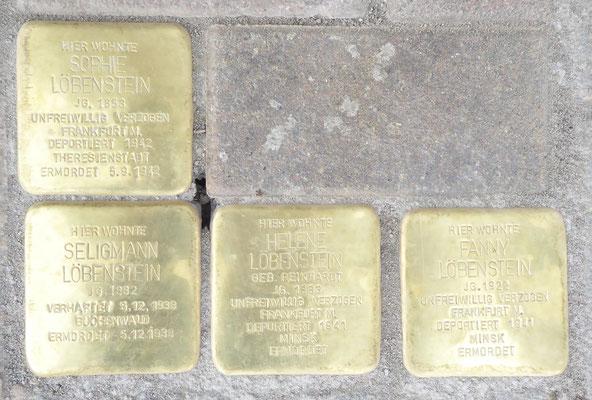 Die Stolpersteine für Sophie, Seligmann, Helene und Fanny Löbenstein