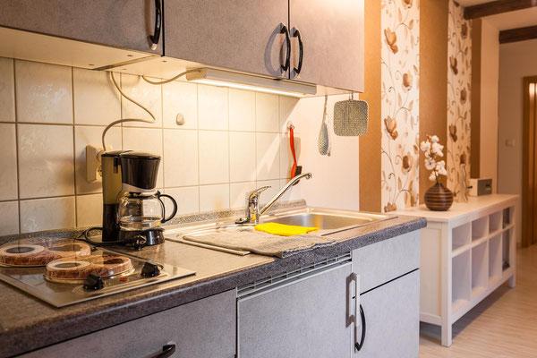 Küchenzeile mit Kaffeemaschine