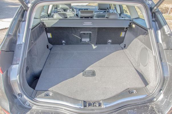 Kofferraum mit Subwoofer (rechts)