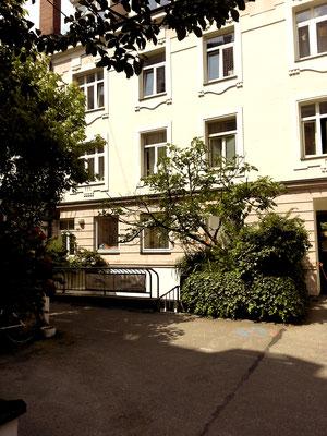 Vintage Dance Studio / Dixie Dynamite's School Of Burlesque / Maillinger Studios München, Außenbereich Innenhof und Studiozugang