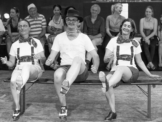 Schüler-Tanzshow vom Vintage Dance Studio auf dem Münchner Tollwood Festival. Foto: Michael Föhlinger