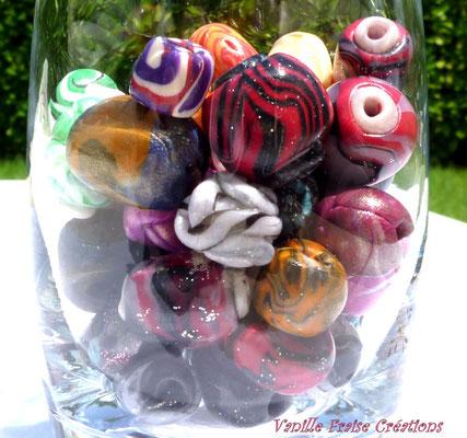 Perles divers motifs. 2,50€ les 5 ou 4€ le lot de 10 perles