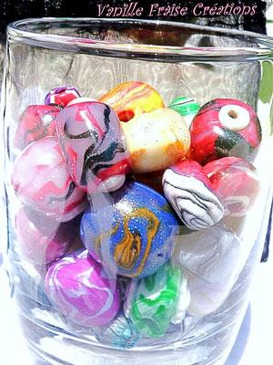 Divers motifs et couleurs. 2,50€ les 5 ou 4€ le lot de 10 perles