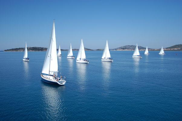 Yachten chartern mit Skipper