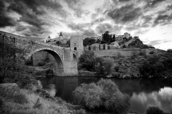 Puente de Alcántara desde el río Tajo
