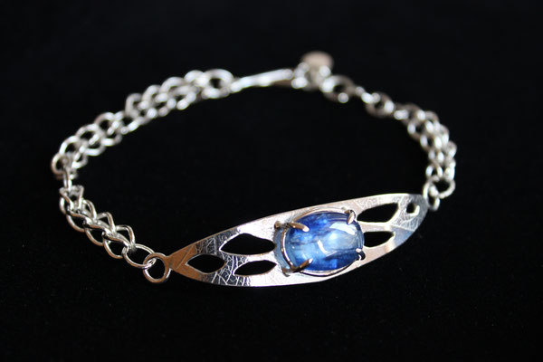 bracelet: kyanite & roman chain