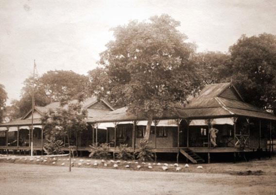 The Victoria Falls Hotel circa 1904