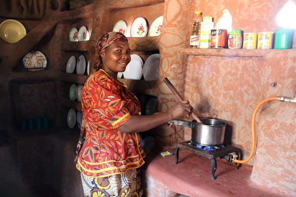 MaSibanda cooking with her new gas stove