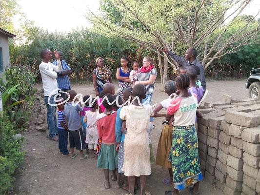 Gespräch mit Einwohnern Ndurumas Sommer 2014