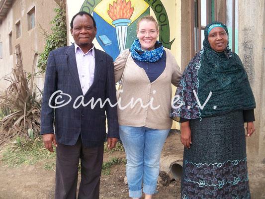 Good Hope 2014 - Franziska mit den Gründern und Leitern der Schule, Mama Asha und ihrem Mann Mr. Mohammed