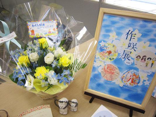 作咲展、ありがとうございました!!美しいお花とポスター(ミニ)でぱしゃり!