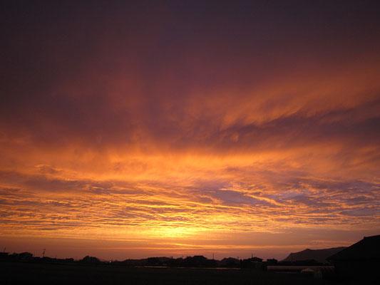更に後の夕焼け。同じ空は一つもないんだなあ。