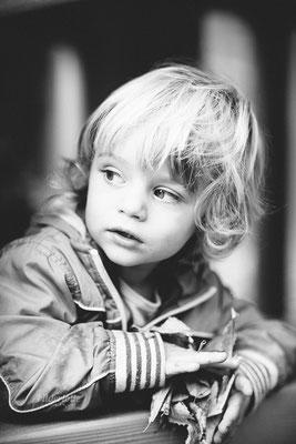 Kindergartenkind Schwarz weiß