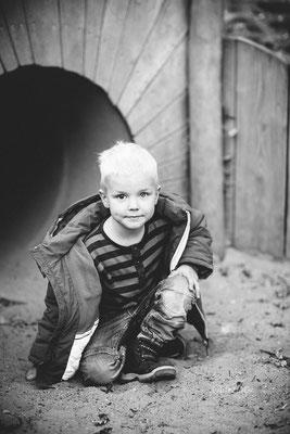 Blonder Junge im Kindergarten
