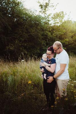 Familienshooting draußen mit Familienfotograf Bilderlotte
