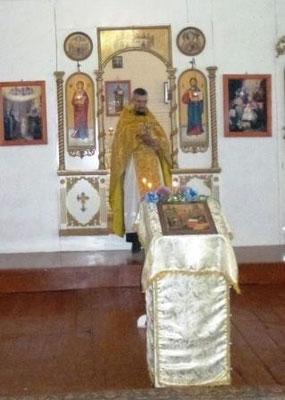 Иерей Василий читает проповедь