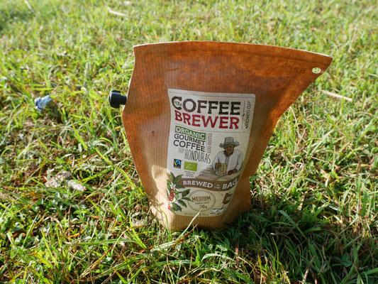 Café filtre ingénieux, cadeau précieux de rencontre sur la route