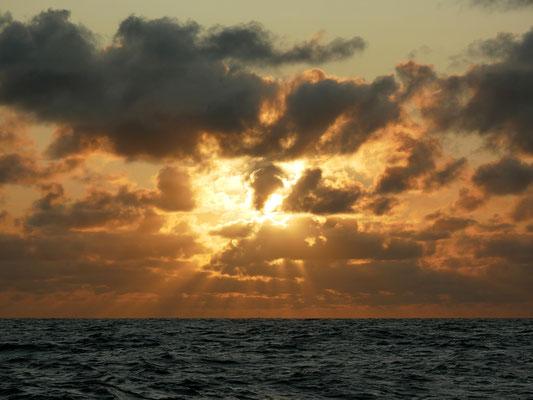 En mer, lever de soleil aux Héauts de Bréhat