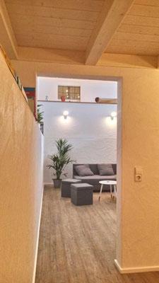 Ausgang aus offenem Schlafbereich in Wohnraum  (ehemaliger Pool)