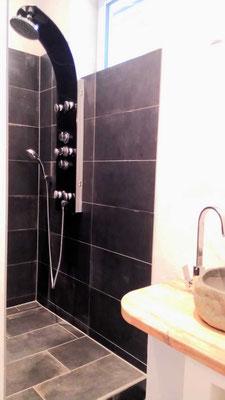 Duschen, massieren, wohlfühlen mit moderer Duschsäule