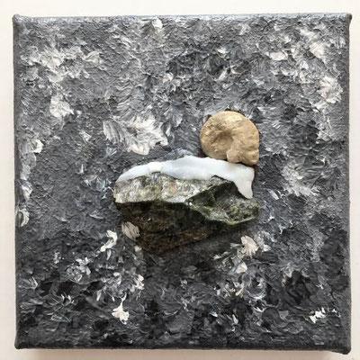 Granitstein mit Versteinerung, Acrylfarben auf Keilrahmen 10x10 cm, Originalbild von Lucia Moulin-Gallego, 2019