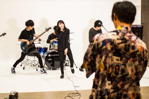【Studio A】白ホリ(撮影風景)