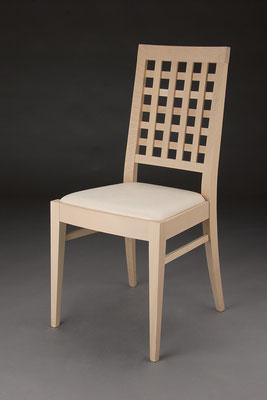 Stuhl Modell HC 109 in Buche! Maße 53 cm tief, 45 cm breit, 97 cm hoch, 46 cm Sitzhöhe