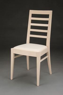 Stuhl Modell HC 104 in Buche! Maße: 53 cm tief, 45 cm breit, 97 cm hoch, 46 cm Sitzhöhe