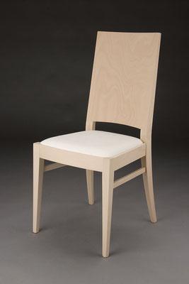 Stuhl Modell HC 101 in Buche! Maße 53 cm tief, 45 cm breit, 97 cm hoch, 46 cm Sitzhöhe