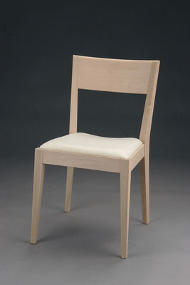 Stuhl Modell HC 181 in Buche! Maße 54 cm tief, 48 cm breit, 85 cm hoch, 47 cm Sitzhöhe