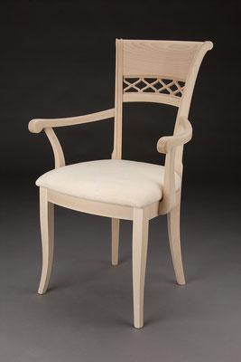 Stuhl Modell HC 821-A in Buche! Maße 57 cm tief, 61 cm breit, 97 cm hoch, 51 cm Sitzhöhe, 68 cm Armlehnhöhe