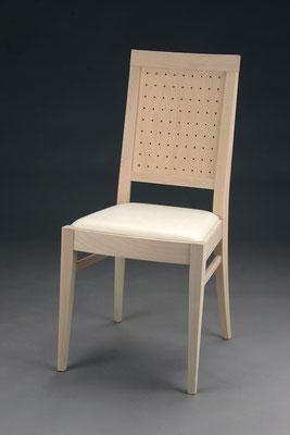 Stuhl Modell HC 118 in Buche! Maße 53 cm tief, 45 cm breit, 97 cm hoch, 46 cm Sitzhöhe