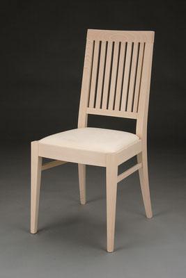 Stuhl Modell HC 108 in Buche! Maße 53 cm tief, 45 cm breit, 97 cm hoch, 46 cm Sitzhöhe