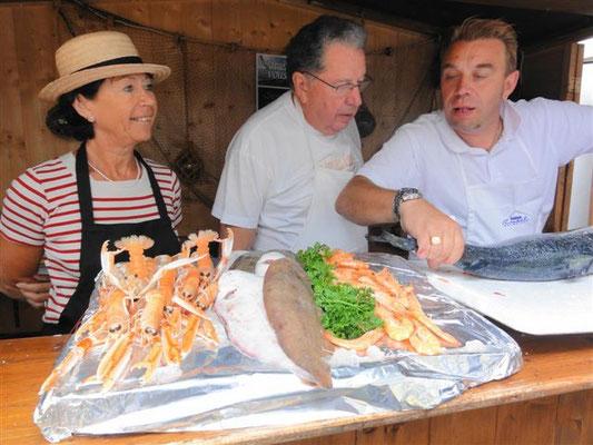 Marché Français : vente de poissons avec Christine