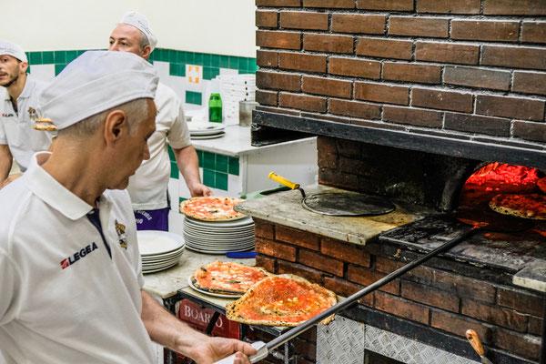 Antica Pizzeria da Michele Naples Italy