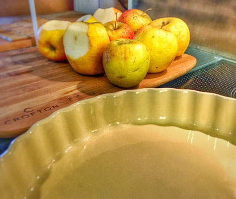 Baking dish and apples