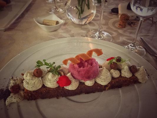 Poppy seed cake with carrot mascarpone_restauracia pod hradom