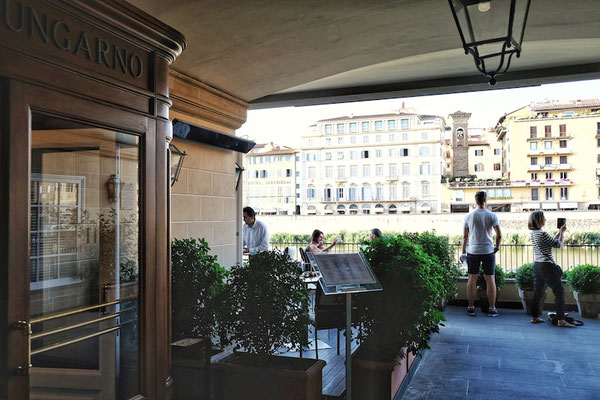 Hotel Lungarno and its terrace with the view of Ponte Vecchio