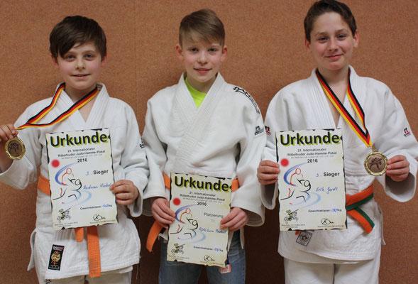 Die stolzen Bronzemedaillensieger: von li. Hinkel, Peukert, Gardt.