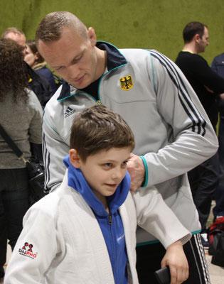 Andreas Hinkel freut sich über das Autogramm des Olympiasiegers!