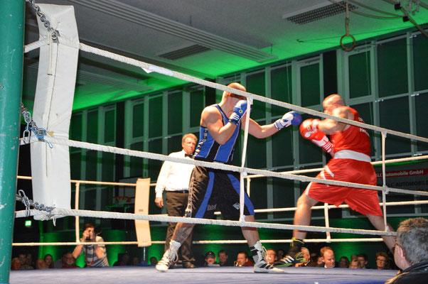 Daniel Wunsch (r.) kämpfte im Superschwergewicht verbissen, um dass Duell für sich zu entscheiden.