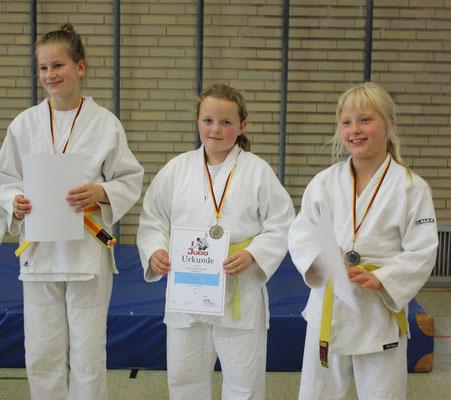 Shannon Koll mit Silbermedaille (Mitte).