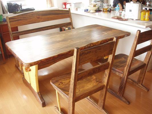 琉球松のテーブル 沖縄市